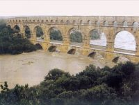 2002 floods in France threaten ancient aqueduct