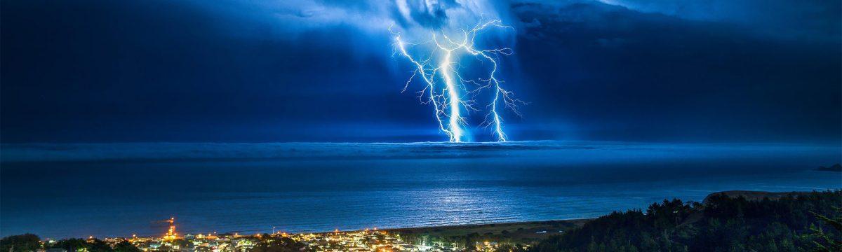 cropped-ws_Thunder_Storm_Coastal_Town_1920x1200.jpg